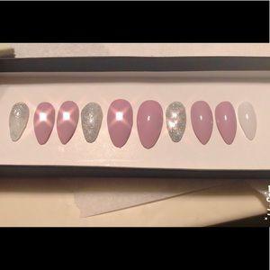 Acrylic press on nails